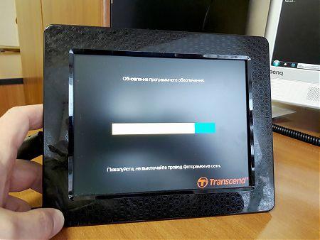 Процесс обновления фоторамки Transcend PF830